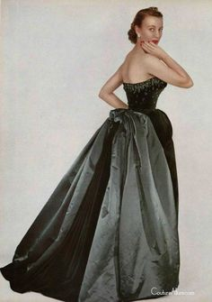 Dior Haute Couture, F/W Image Uncredited. Vintage Glamour, Vintage Dior, Vintage Couture, Vintage Mode, Fifties Fashion, Retro Fashion, Vintage Fashion, Vintage Evening Gowns, Vintage Gowns