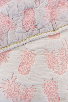 Arranging a room is not as easy as you think. Often small, this room of our interior must however be pleasant, well arranged and soothing. How to position the bed, which lighting to favor, vote for or against the headboard… Continue Reading → Coastal Bedrooms, Coastal Living, Coastal Decor, Coastal Bedding, Pink Bedding, Coastal Style, My New Room, My Room, Girl Room
