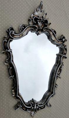 Espelho veneziano Prata Antigo    Espelho veneziano  moldura em resina e pintura laqueada.    Kit composto por:  * 1 - Espelho Veneziano ( 68 x 46 cm )     Prazo de envio de 3 à 7 dias úteis.    Qualquer dúvida fique a vontade : ) R$ 250,00