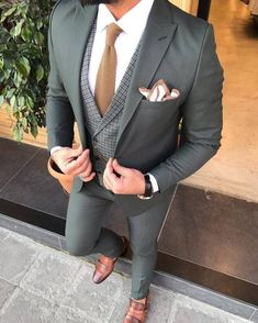 Joseph L-Green Slim-Fit Suit – brabion Prom Suit Outfits, Blazer Outfits Men, Stylish Mens Outfits, Prom Suits For Men, Dress Suits For Men, Men Dress, Slim Fit Tuxedo, Tuxedo For Men, Green Suit Men