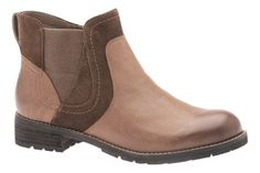 Fall weather calls for comfort and style from the women's ABEO Darlington. Shoe Boots, Shoes Sandals, Flats, Flat Booties, Fall Weather, Chelsea Boots, Footwear, Booty, Women