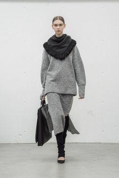 HYKE(ハイク) 2017-18秋冬プレタポルテコレクション ランウェイ10枚目