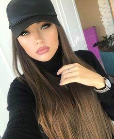 Brunette Beauty, Hair Beauty, Beautiful Eyes, Beautiful Women, Portrait Photos, Hat Hairstyles, Pretty Face, Straight Hairstyles, Beauty Women