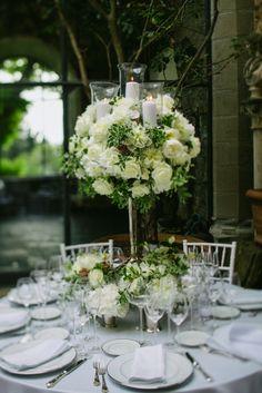 Table decor wedding in Tuscany - photo Paolo Manzi (http://www.paolomanzi.info/) - flowers Tuscany Flowers (www.tuscanyflowers.co) Wedding Planning WeddingsInItaly (www.weddingsinitaly.it) #weddingsinitaly