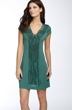 The Galleon dress by Nanette Lepore comes in agean or black. This would make an amazing necklace! Macrame Dress, Macrame Art, Macrame Knots, Macrame Necklace, Macrame Jewelry, Vestido Smart Casual, Macrame Tutorial, Bohemian Style, Nanette Lepore