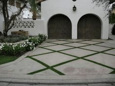 The best ideas for driveways with pavers to improve the attractiveness of your home Driveway g .Best ideas for driveways with pavers to improve the attractiveness of your house driveway garden driveway Brick Driveway, Driveway Design, Driveway Landscaping, Grass Driveway Pavers, Front Driveway Ideas, Resin Driveway, Driveway Entrance, Grand Entrance, Large Pavers