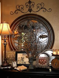 Southern Charm: Home Decor Love the rich textures of these kinds of accesories
