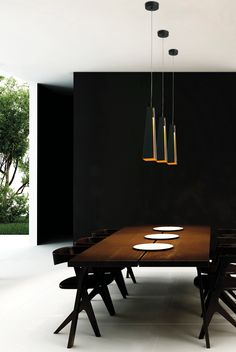 LAURIE LUMIERE luminaire éclairage suspension métal noir et intérieur doré.