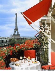 Carrie Bradshaw In Paris | ... http://www.bing.com/images/search?q=Carrie+Bradshaw+in+paris=d