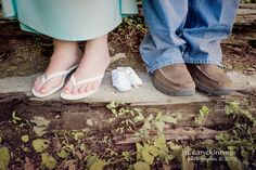 Love this! Williamsburg, Kentucky maternity photographer, she has some cute ideas