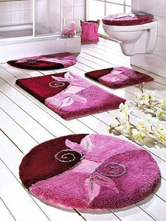 48 Stylish Bathroom Rug Design Ideas With Options Choosing Bathroom Rugs And Mats, Bath Rugs, Toilet Design, Carpet Colors, Rustic Rugs, Luxurious Bedrooms, Unique Rugs, Decoration, Home Decor