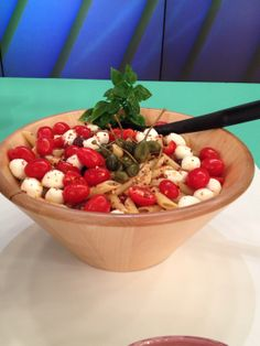 Pasta Recipes, New Recipes, Fruit Salad, Serving Bowls, Strawberry, Drink, Cooking, Tableware, Food
