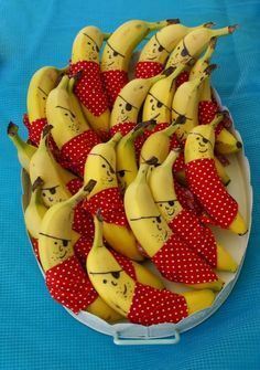 Cheeky Little Pirate Bananas ~ Fun Inspiration for a Pirate theme Party or just for fun anytime. (Grubby Little Faces) How great are these pirate bananas for open house with our pirate theme? Thinking of giving your next party a Pirate Theme? Cute Food, Good Food, Pirate Theme, Pirate Birthday, Birthday Snacks, Birthday Parties, Healthy Birthday Treats, Birthday Kids, Mermaid Birthday