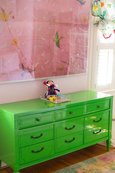 Just pick a contrasting color to your color scheme in the room (opposites on the color wheel like lime green and pink). Then paint a thrift store find in that color in a bright (super high gloss) shade. Wow baby you have a statement piece! Green Painted Furniture, Lacquer Furniture, Upcycled Furniture, Diy Furniture, Modern Furniture, Painting Furniture, Green Dresser, Furniture Inspiration, Room Inspiration