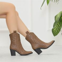 Sotanes Vizon Kroko Desenli Kısa Topuklu Western Bot   #brown #beige #boots #heels #crocodile #western #vizon #bot #topuklu #timsahdesenli #kovboy Beige Boots, Brown Heels, Tabata, Brown Beige, Western Boots, Crocodile, Westerns, Platform, Booty