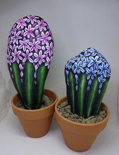 Cactus is an attractive green plant for decoration at home, this plant is Stone Art Painting, Pebble Painting, Pebble Art, Diy Painting, Painted Rock Cactus, Hand Painted Rocks, Rock Painting Patterns, Rock Painting Designs, Stone Cactus