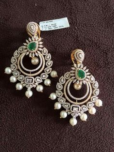 Beautiful earrings that truly are the finest quality. Diamond Jhumkas, Gold Diamond Earrings, Diamond Jewelry, Gold Jewellery, Bar Stud Earrings, Jewelry Design Earrings, Ring Verlobung, Schmuck Design, Jewelry Patterns