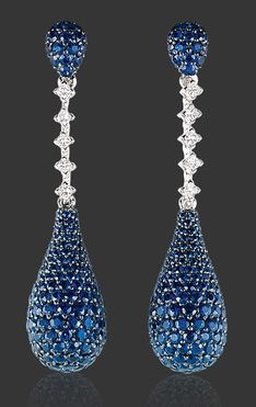 ❤ The Larme D'Amour Earrings feature dreamy pavé-set blue sapphires and diamonds in white gold. Sapphire Jewelry, Sapphire Earrings, Diamond Jewelry, Jewelry Accessories, Jewelry Design, Beautiful Earrings, Luxury Jewelry, Blue Sapphire, Vintage Jewelry