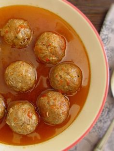 Do you like meatballs, want to innovate and try new combinations? Inspire in our meatballs recipe, prepare them yourself with a delicious beer sauce… Meatball Sauce, Meatball Recipes, Beer Recipes, Sauce Recipes, How To Make Meatballs, Bbq Pork, Good Food, Food And Drink, Appetizers