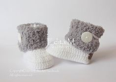 Crochet baby booties. Made from acrylic yarn, wooden buttons, eco leather labels.  Size : 3-6 months. Length: approx. 10 cm.- 4 inches  Hand wash in cool water.  You can find me on Facebook: https://www.facebook.com/EditaMHandmade/   If you have any questions, please contact me. Thank you for visiting.