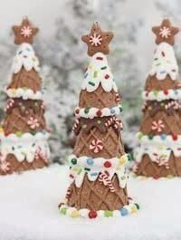 winter christmas holiday treats: Make Gingerbread trees out of ice cream cones Merry Christmas, Christmas Gingerbread, Christmas Goodies, Christmas Treats, Christmas Baking, All Things Christmas, Winter Christmas, Christmas Holidays, Christmas Decorations