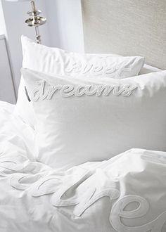 Blog: Riviera Maison Lente / Zomer 2015 Bedtextiel collectie   passievoorslapen.nl Linen Bedroom, White Bedroom, Dream Bedroom, Modern Bedroom, Nights In White Satin, Bedroom Accessories, White Rooms, Beautiful Bedrooms, Bed And Breakfast