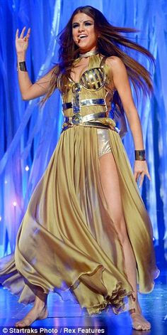 Selena Gomez performed #COME at The 2013 Billboard Music Awards
