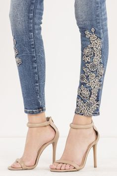 Love the look of skinny jeans but looking for a way to make them pop? Shop our Enchanted Blooms Mid-Rise Ankle Skinny Jeans for that perfect floral accent you were looking for. Lace Jeans, Jeans Denim, Denim And Lace, Skinny Jeans, Denim Fashion, Fashion Pants, Fashion Outfits, Boho Fashion, Embellished Jeans
