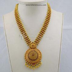 Gold Jewelry In Pakistan Gold Temple Jewellery, Gold Jewellery Design, Bridal Jewellery, Bead Jewellery, Gold Necklace Simple, Gold Jewelry Simple, Necklace Set, Light Weight Gold Jewellery, Gold Chain Design