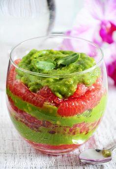Dietetyczny deser - mus z awokado z różowym grejpfrutem