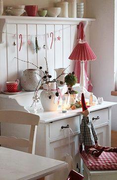 Christmas Decor Ideas to inspire yourself Swedish Christmas, Cottage Christmas, Christmas Kitchen, Cozy Christmas, Scandinavian Christmas, Country Christmas, All Things Christmas, Scandinavian Style, Vibeke Design