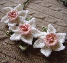 Crochet Daffodil necklace white with pink and yellow centers cashmere by meekssandygirl on Etsy. ABSOLUTELY GORGEOUS! (She is not making things at present.)