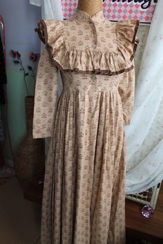 This is a rare vintage dress from Laura Ashley. Laura Ashley Clothing, Laura Ashley Fashion, Ashley Clothes, Vintage Style Dresses, Vintage Outfits, Vintage Fashion, Modest Fashion, Girl Fashion, Fashion Design