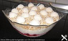 Raffaello Quarkspeise 4 The post Raffaello Quarkspeise 4 appeared first on Dessert Factory. Dessert Oreo, Trifle Desserts, Easy Cake Recipes, Easy Desserts, Dessert Recipes, Meat Recipes, Dessert Simple, Best Pancake Recipe, Cheese Dishes