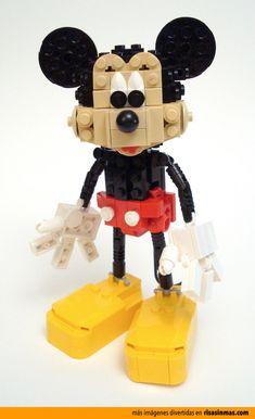 Mickey Mouse hecho con LEGO.