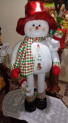 Best 12 Look at the webpage to read more on DIY Christmas Projects – SkillOfKing. Christmas Snowman, Christmas Holidays, Christmas Wreaths, Christmas Decorations, Christmas Ornaments, Candy Flowers, Handmade Christmas Gifts, Snowman Crafts, Felt Ornaments