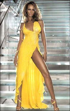 Iman Abdulmajid (born: July Mogadishu, Somalia) is a Somali-American fashion model, actress and entrepreneur. She is married to David Bowie. Models Men, Fashion Models, High Fashion, Black Models, Trendy Fashion, Beautiful Old Woman, Beautiful Black Women, Beautiful People, Yellow Fashion