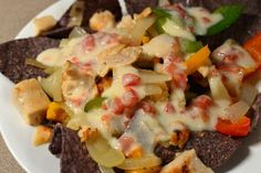 Chicken Fajita Nachos (all natural ingredients, THM friendly with E & S Options) Thm Recipes, Healthy Recipes, Low Carb Cheese Sauce, Trim Healthy Momma, Clean Eating, Healthy Eating, Chicken Fajitas, Chicken Nachos, Chips And Salsa