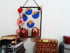 Organizador e caixas com tecidos