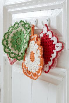 Vintage looking crocheted pot holders
