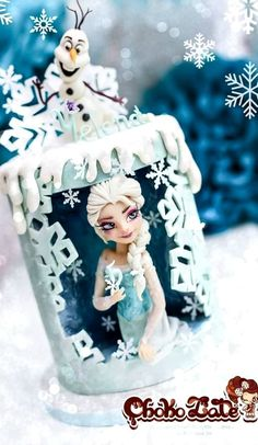 Frozen for my daughter who turned 5 Pour ma fille qui a soufflé ses 5 bougies Doubble barrel cake tall Tecniques used: rice paper, wafer paper, gelatine, rkt and modeling chocolate. Frozen Princess, Elsa Frozen, Disney Frozen, Torte Frozen, Bolo Frozen, Olaf Party, Barrel Cake, Elsa Cakes, Sugar Cake