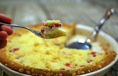 Keittotaiteilua: Valkosuklainen punaherukkapiirakka. Täytyy kokeilla!