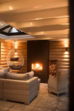 Buitenpracht Houtbouw - Exclusief guesthouse met rieten kap en stalen deuren - Hoog ■ Exclusieve woon- en tuin inspiratie.