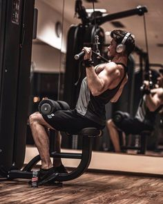 Male Fitness Photography, Men Photography, Gym Boy, Gym Outfit Men, Gym Photos, Fitness Photoshoot, Workout Pictures, Fitness Motivation, Morning Motivation