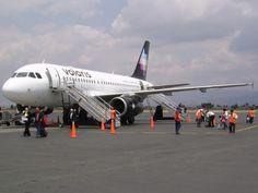 Demandan a Volaris en México por cobros indebidos a pasajeros