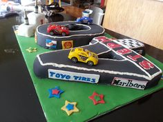 Race ring cake for 40th birthday - sponsors view / Gâteau piste de course pour 40e anniversaire - vue des commanditaires