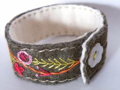 Embroidery Bracelets Ideas Embroidered Bracelet using felt, hand embroidery and pearl button fastening Embroidery Alphabet, Embroidery Shop, Learn Embroidery, Beaded Embroidery, Hand Embroidery, Floral Embroidery, Embroidery Designs, Embroidery Floss Bracelets, Fabric Bracelets