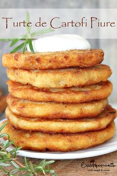 Use potato flour and Passover panko / matzah flour : These pancakes are a great way to use leftover mashed potatoes. Make the most of Thanksgiving leftovers with an easy& quick mashed potato pancakes recipe! Leftover Mashed Potato Pancakes, Leftover Mashed Potatoes, Mashed Potato Recipes, Potato Cakes, Potato Dishes, Food Dishes, Side Dishes, Cheesy Potatoes, Baked Potatoes
