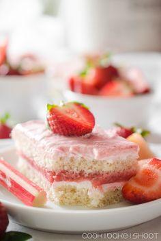 vegane Erdbeer Rhabarber Schnitten mit Zitronencreme/ vegan strawberry rhubarb cake with lemon cream