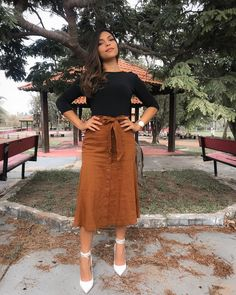 46 Awesome Midi Skirt Design Ideas That You Can Copy Right Now Modest Outfits, Classy Outfits, Fall Outfits, Casual Dresses, Cute Outfits, Fashion Outfits, Skirt Outfits, Church Outfit Winter, Church Outfits